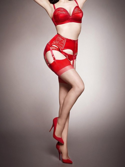 dita-von-teese-models-star-lift-lingerie-line